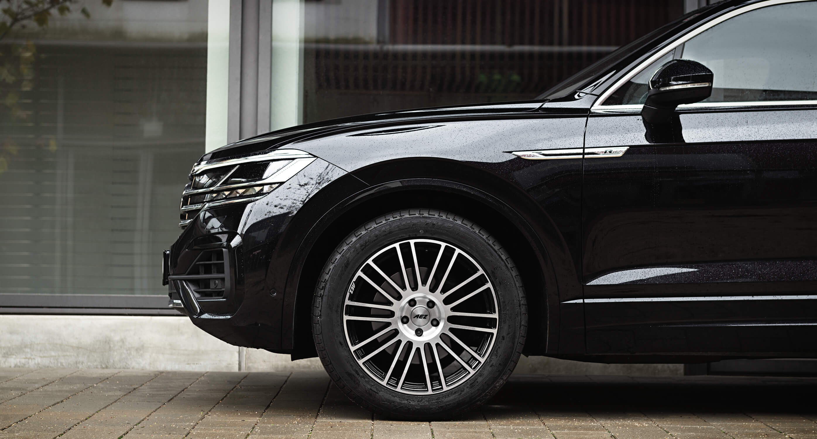 VW Touareg on AEZ Strike Artikelbild 3