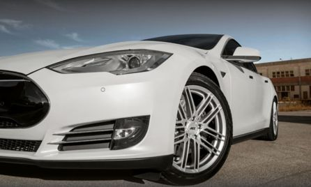 AN ELECTRIFYING COMBINATION: AEZ CLIFF & TESLA S